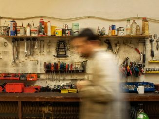 Werkbank Grundausstattung mit Lochwand und passendem Werkzeug